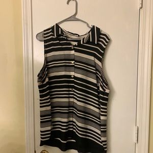 Susan Graver black and white tank with side slots